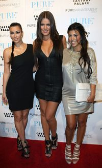 The-kardashian-sisters-line-up-on-the-red-carpet